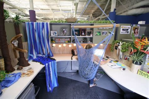 54 ways to make your cubicle less