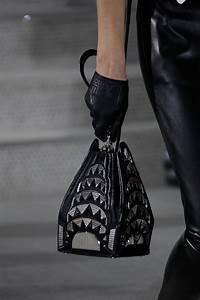 Louis Vuitton Bademantel : louis vuitton presents its cruise 2020 bags in an ~ A.2002-acura-tl-radio.info Haus und Dekorationen