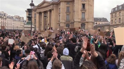 France: 'No Planet B' - Thousands of students join Paris ...
