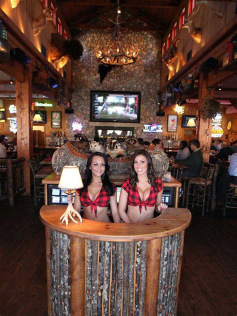 Twin Peaks restaurant in Scottsdale fetches $4.4M ...