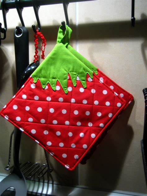 Strawberry Potholder · How To Make A Pot Holder / Pot