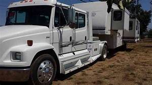 Freightliner  2002    Heavy Duty Trucks