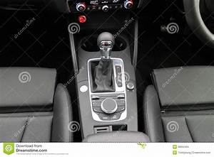 Boite S Tronic 7 : bo te de vitesse 2014 de s tronic de berline d 39 audi a3 image stock ditorial image 38952464 ~ Gottalentnigeria.com Avis de Voitures