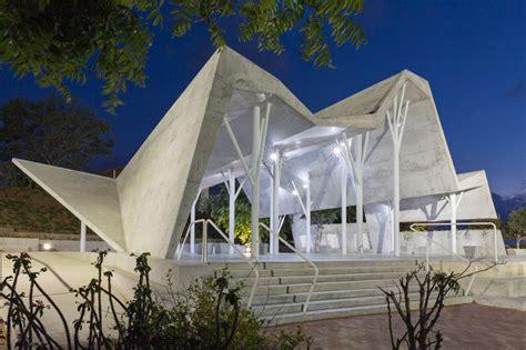 ron shenkin places concrete folded canopy  cemetery pavilion  israel