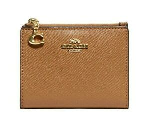 Effortlessly stylish, coach cases are designed to add a functional yet stylish touch to your accessories collection. NWT COACH Small Snap Card Case Wallet Pouch Classic Leather Gold Saddle F73867 193971174303   eBay