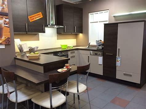 Küche Mit Integriertem Sitzplatz