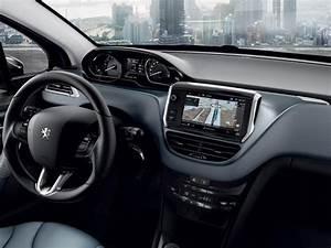 208 Like Interieur : peugeot 208 5 portes quipements et technologies mirror screen ~ Medecine-chirurgie-esthetiques.com Avis de Voitures