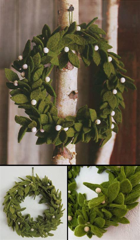 green felt wreath  mistletoe accents felt christmas