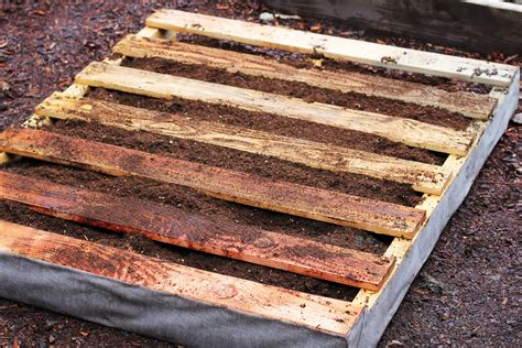 How To Make A Vertical Pallet Garden by How To Make A Recycled Pallet Vertical Garden