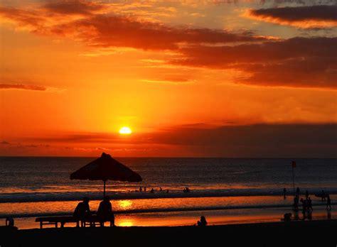 limakaki tempat  pas melihat sunset  pantai bali