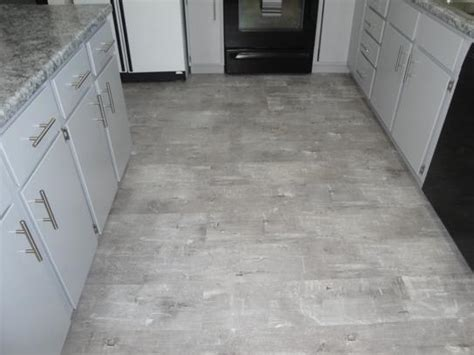 home depot flooring lifeproof lifeproof easy oak 8 7 in x 47 6 in luxury vinyl plank flooring 20 06 sq ft case i96715l