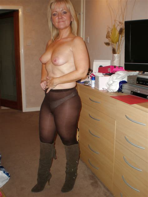 I Love Gilfs And Milfs 18 Pantyhose Edition 25 Pics