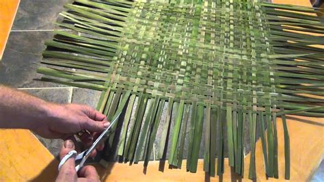 how to mat a print how to make a woven cattail mat