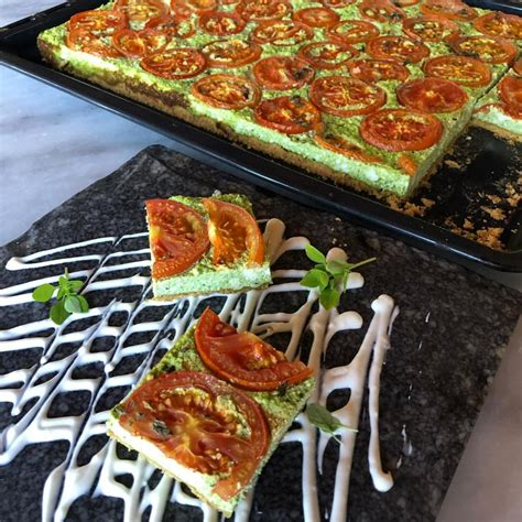 Si të bëjmë tartë me domate dhe borzilok, sipas recetës së ...