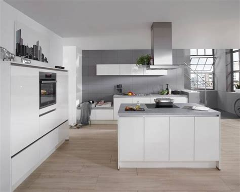 cuisine avec piano central cuisine en u avec ilot central maison design bahbe com