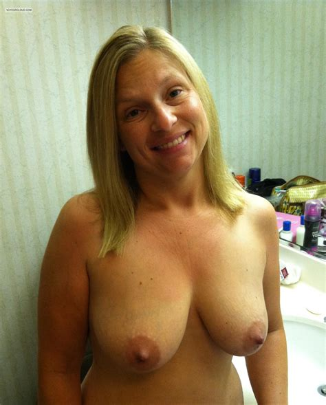 My Medium Tits By IPhone (Selfie) - Topless American Girl from United States Tit Flash ID 150673