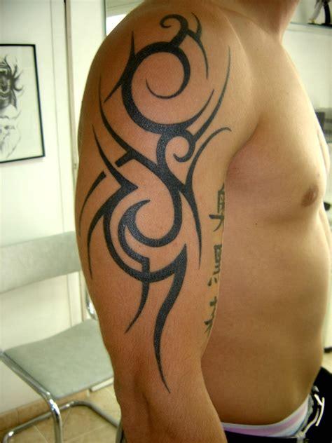 Tatouage épaule Bras Tribal  Modèles Et Exemples
