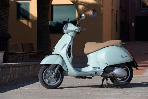 Vespa Gts Wallpapers by 2019 Vespa Gts 300 Hpe Pictures Photos Wallpapers Top