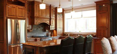 cuisine classique cuisine classique en bois teint et comptoirs de granite