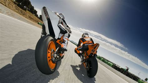 Sports Bikes Race HD Wallpapers - 9to5 Car Wallpapers