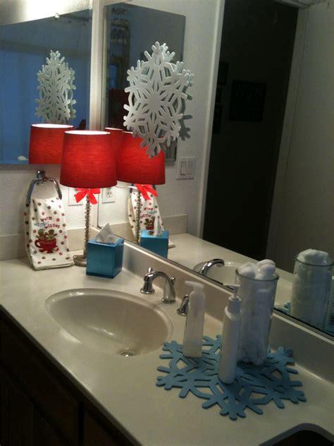 holiday bathroom decor   home pinterest