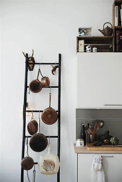 echelle de cuisine échelle bois déco 50 idées créatives pour votre intérieur