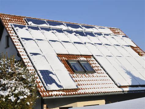 Solaranlagen Auf Dem Dach Gefahren Und Probleme by Schnee Und Eiszapfen Auf Dem Dach Darauf M 252 Ssen