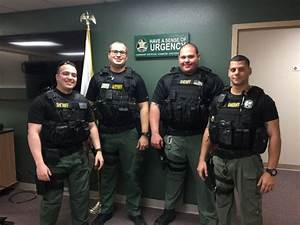 Man Tries to Break Into Car Full of Sheriff's Deputies ...