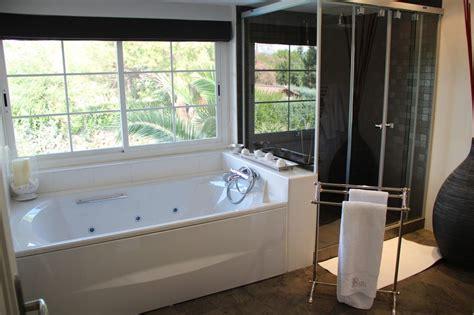 bano de lujo  cabina de ducha  banera jacuzzi