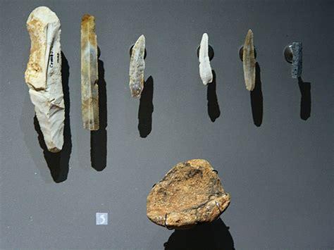 file prehistoric tools les combarelles les eyzies de