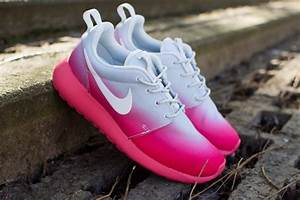 Shoes: roshes, nike roshes floral, nike, nike roshe run ...