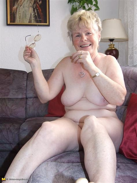 Naughty Older Lady Showing Off Her Naked Body Granny Nu