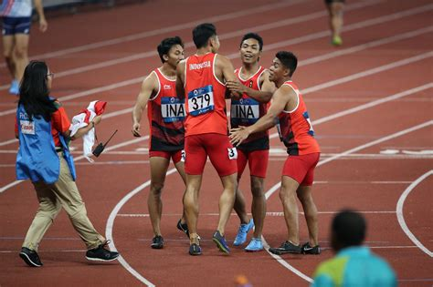 asian games indonesia takes silver  mens  relay