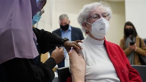 Ottawa expands COVID-19 vaccine eligibility to people born ...