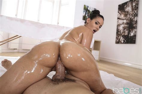Andreina Deluxe Fucked By Masseuse Coed Cherry
