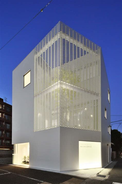 photo a spot garden articulated by perforated metal screen for a Facade