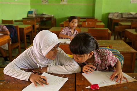 indonesia envisioning  larger role  religion