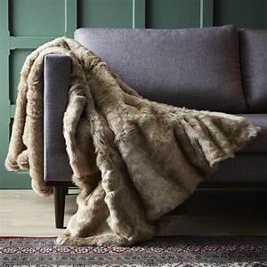 Plaid Fausse Fourrure Gris : le plaid fausse fourrure confort pour vous et style ~ Teatrodelosmanantiales.com Idées de Décoration