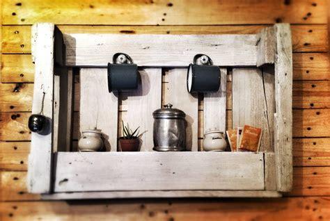 mensola cucina riciclo creativo con i pallet e con le cassette di legno