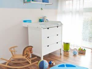 Wickelkommode Und Babybett : stubenwagen wickelkommode babybett und co perfekte babyausstattung im babyzimmer baby ~ Frokenaadalensverden.com Haus und Dekorationen