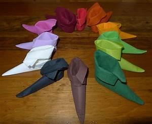 Serviette De Noel En Papier : pliage de serviette de table en forme de chausson de lutin de no l plier une serviette de table ~ Melissatoandfro.com Idées de Décoration
