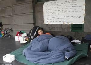 Melbourne homeless people camp outside Flinders St station ...