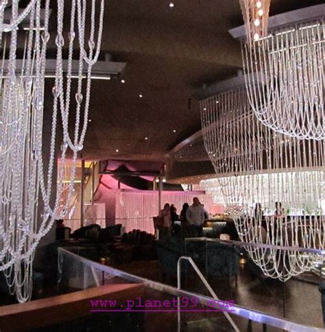 las vegas chandelier bar with photo via planet99