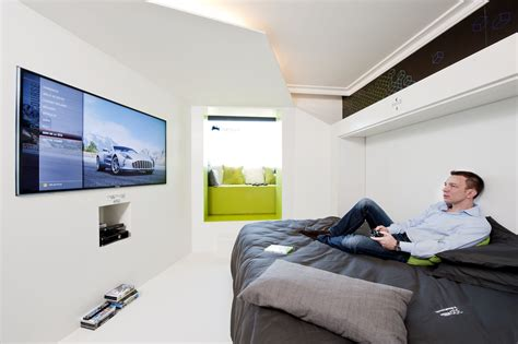 télé pour chambre la chambre du futur par novotel accor et microsoft