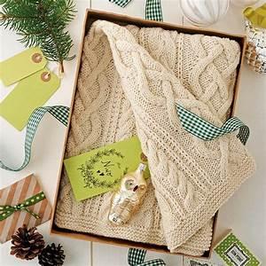 Petit Cadeau à Faire En Couture : tricoter un mini plaid en cadeau de naissance marie claire ~ Melissatoandfro.com Idées de Décoration