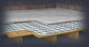 dalle beton leger sur plancher bois plancher en bois avec isolant am 233 nagement de combles parquet massif isol 233