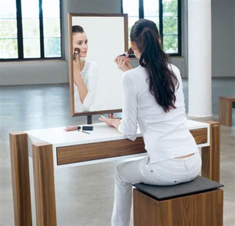 Womens Makeup Vanity - the newsblog thy name is vanity
