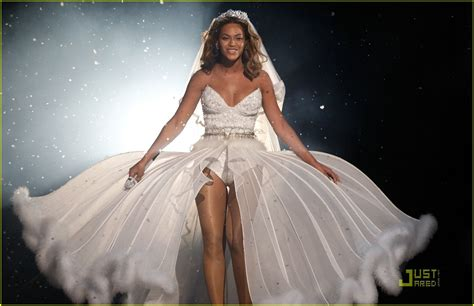 beyonce sells  white wedding gown    hat day