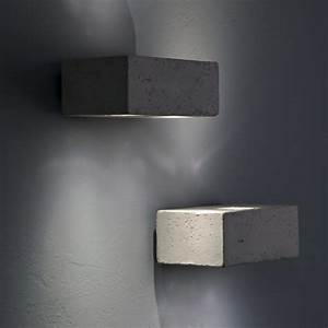 Wandleuchte Up Down : kleine rechteckige up and down wandleuchte als au enleuchte und wohnraumleuchte ~ Whattoseeinmadrid.com Haus und Dekorationen