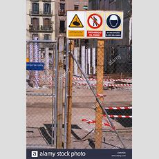 "Construction Site With Signs Saying ""no Entry"" In Spanish Stock Photo 5421865 Alamy"